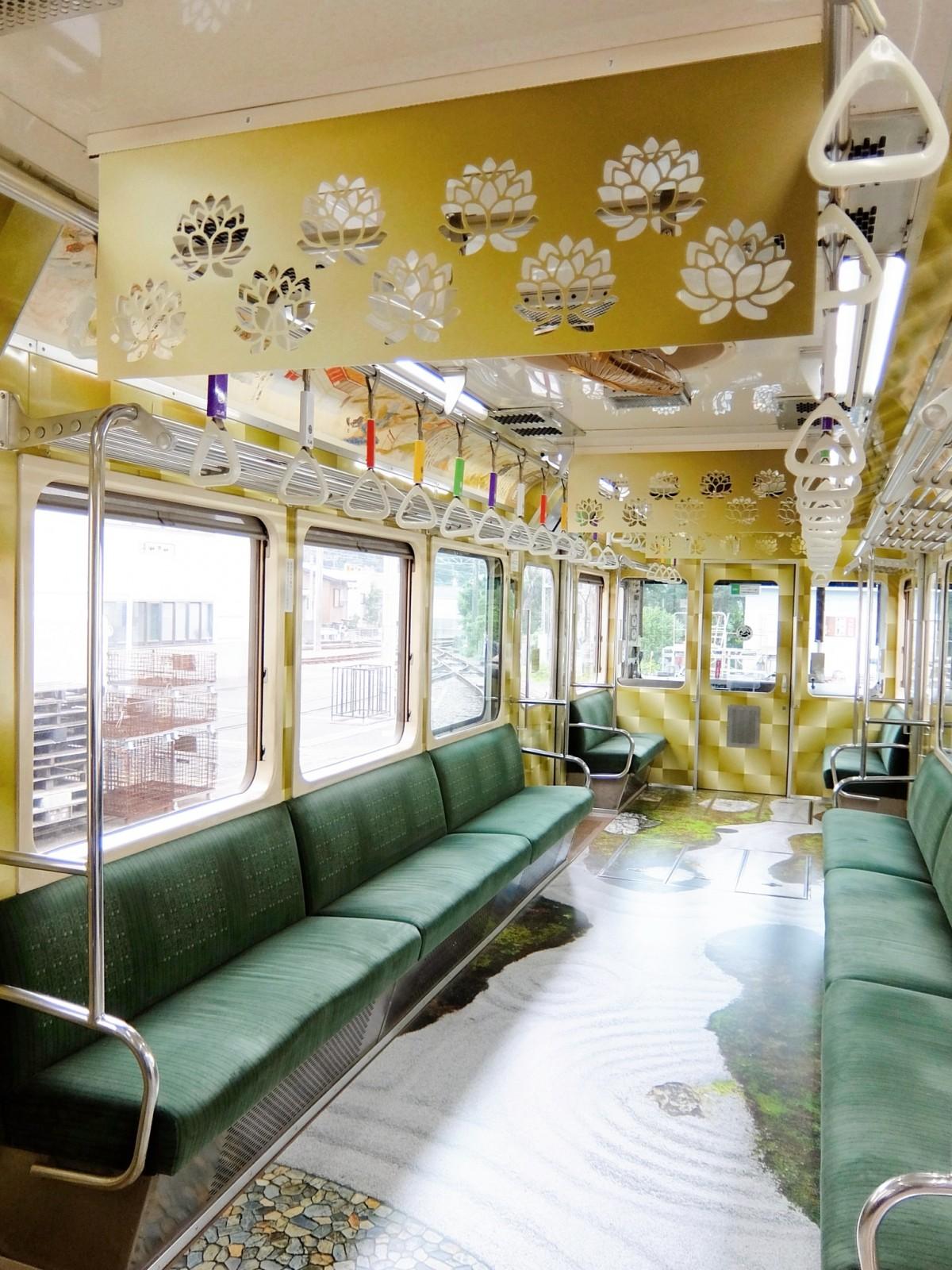 江ノ電×長谷寺ラッピング電車